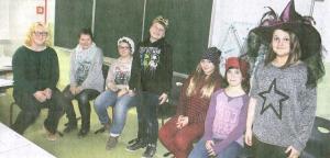 Lilli Freundt, Sophie Schmok, Maria Davideit, Tim Strawinski, Antonia Lösch, Jessica Zimmermann und Julia Jahs sind die jungen Platt sprechenden Akteure im Stück -Schneewittchen-.