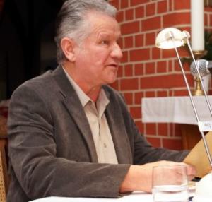 Der Havelberger Nis Clason hatte wieder lustige plattdeutsche Geschichten von der Küste dabei