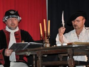 """Die """"Zeitgeister"""", hier Ralf Dülfer (links) und Lars Kripke, berichten auch über die Lebensart des russischen Zaren. Foto: Andrea Schröder"""
