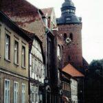 1991-17-Eine Tour durch Havelberg, Mühlenstraße, Blick zur Stadtkirche St. Laurentius, Foto-© Heimatverein Havelberg e.V. – Repro fweDESIGN